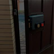 Установка замка  на уличную дверь